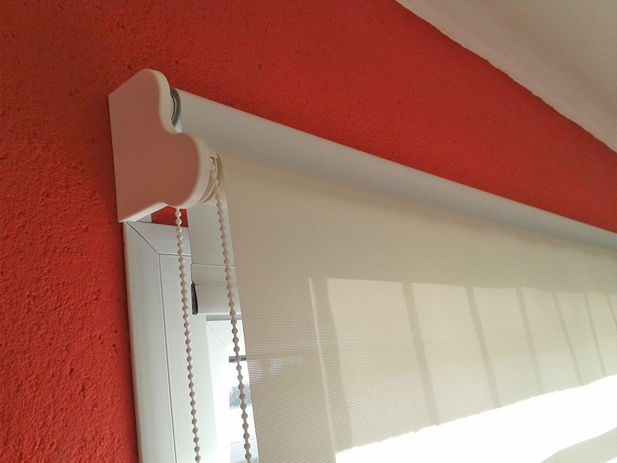 C mo cuidar tus roller persianas outlet for Anillas con pinza para cortinas